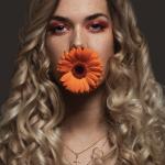 Beauty Shooting mit Saskia, zeigt die Details der Retusche / Bildbearbeitung sehr gut